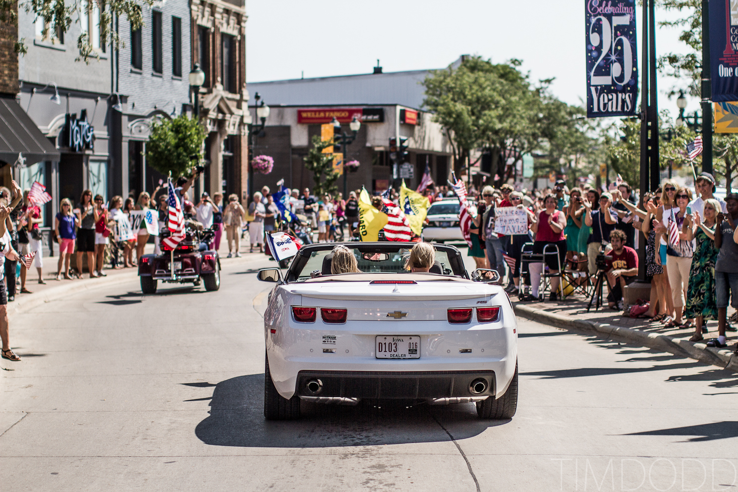 Taylor Morris, quad amputee, comes home to a parade in Waterloo and Cedar Falls Iowa, photographed by photographer Tim Dodd Photography, Taylor Morris Otto Bock X2 double above knee amputation